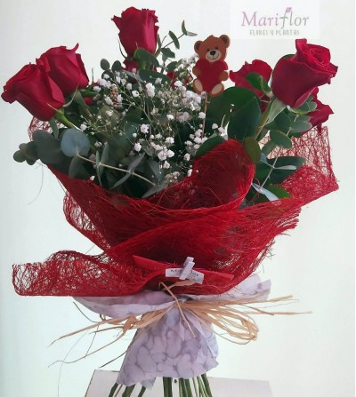 ramo preparado con rosas rojas