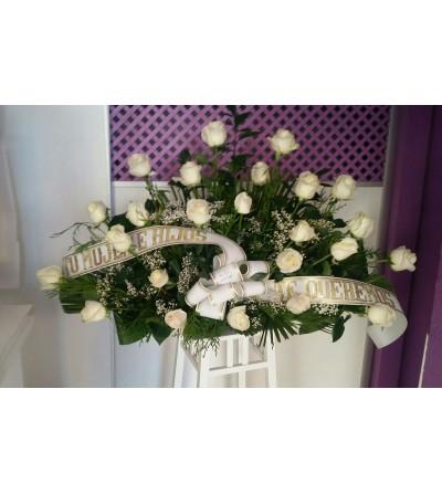 Centro grande de rosas blancas